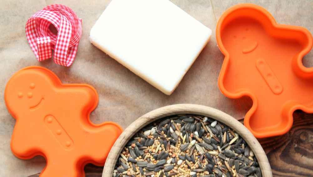 Przygotowania do tworzenia ciasteczek dla ptaków